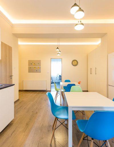 Közösségi tér: nappali-konyha, étkezővel